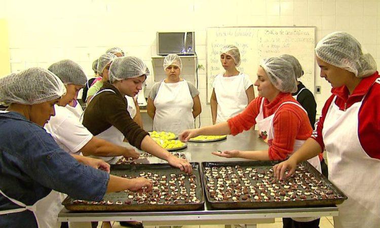 Auxiliar de Confeitaria - Ajudar no preparo de diversos doces - Rio de Janeiro