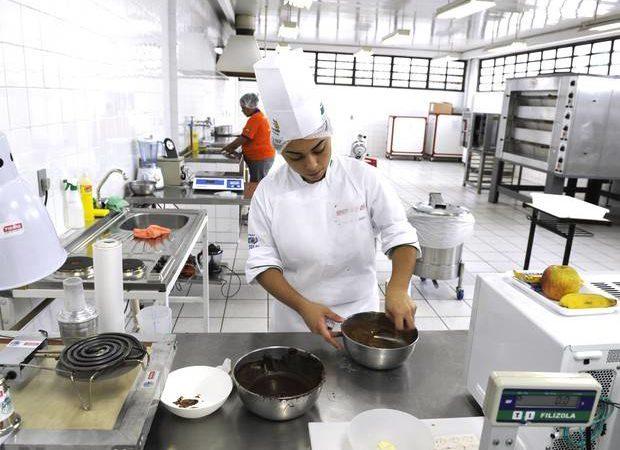 Cozinheiro,Instalador Insulfilm - R$ 1.497,00 - Conhecimentos em pratos diversos, preparar cardápios - Rio de Janeiro
