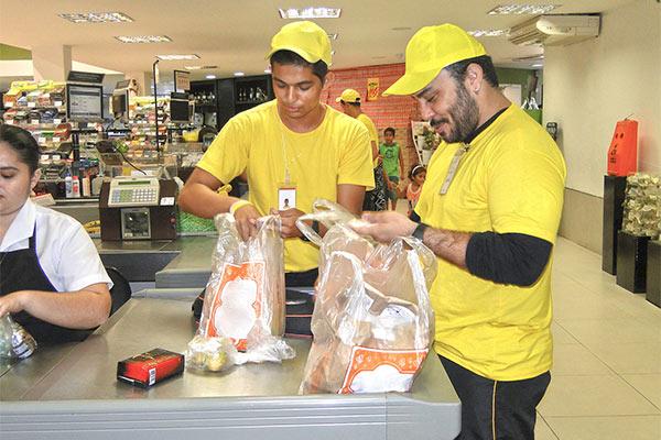Copeiro,Empacotadora - R$ 1.244,45 - Atuar embalando compras de clientes, ser dinâmico - Rio de Janeiro