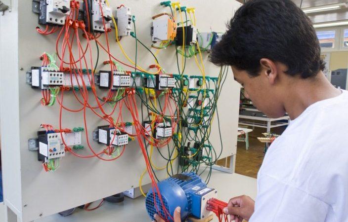 Auxiliar de DP,Eletrotécnico -R$ 2.386,54 - Conhecimentos em informática, ser atencioso - Rio de Janeiro