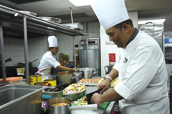 Cozinheiro,Auxiliar de Limpeza - R$ 1.239,00 - Orientar e acompanhar os serviços executados pela equipe - Rio de Janeiro