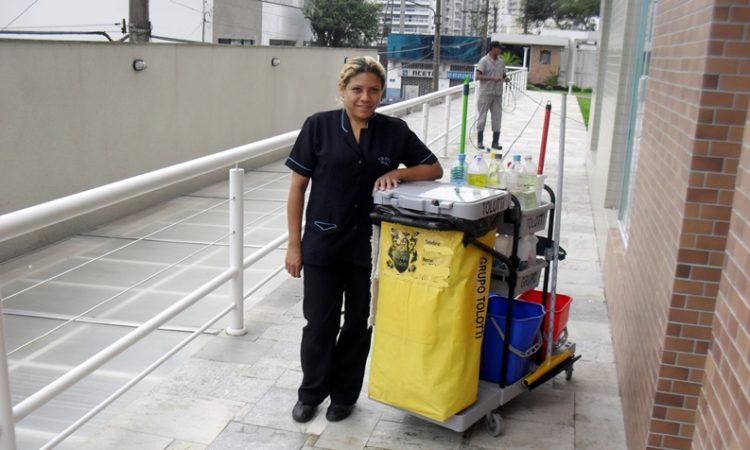 Auxiliar de Serviços Gerais,Fiscal de Salão - R$ 1.234,00 - Ter proatividade, atuar na limpeza do local - Rio de Janeiro