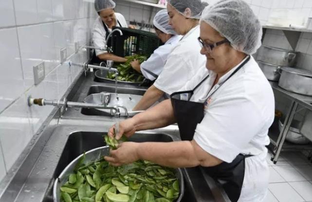 Auxiliar de Cozinha,Segurança do Trabalho -R$ 1.340,88 - Ter bom relacionamento interpessoal, ser pontual - Rio de Janeiro
