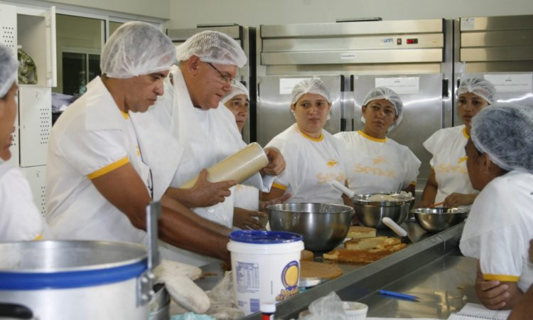 Ajudante de Cozinha, Padeiro -R$ 1.366,20 - Auxiliar no preparo de alimentos, ser organizado - Rio de Janeiro