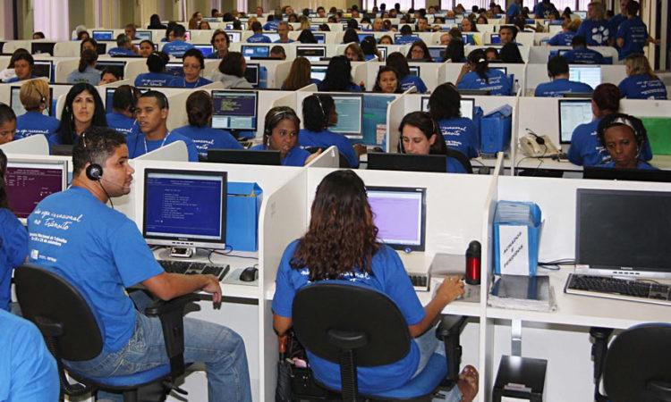 Telefonista,Call Center - R$ 2.000,00 - Ter boa fluência verbal, realizar atendimento telefônico - Rio de Janeiro