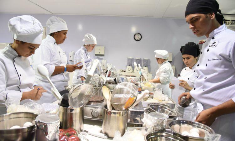 Servente de Obras, Ajudante de Cozinha - R$ 1.309,47 - Fornecer suporte na manutenção, ter pontualidade - Rio de Janeiro