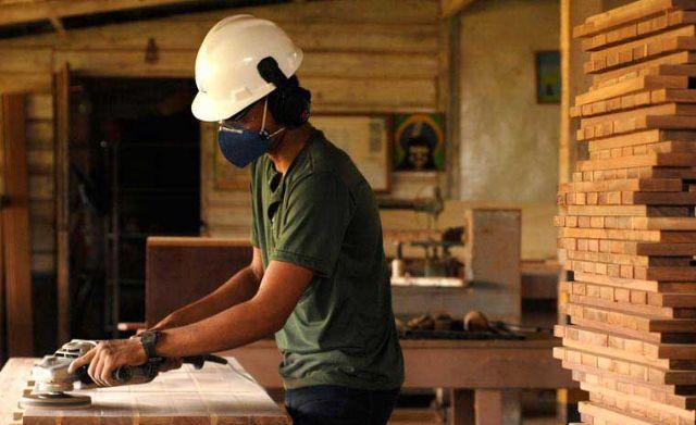 Marceneiro,Auxiliar de Serviços Gerais - R$ 1.239,00 - Efetuar a limpeza do local, saber trabalhar com tipos de madeiras diversos - Rio de Janeiro