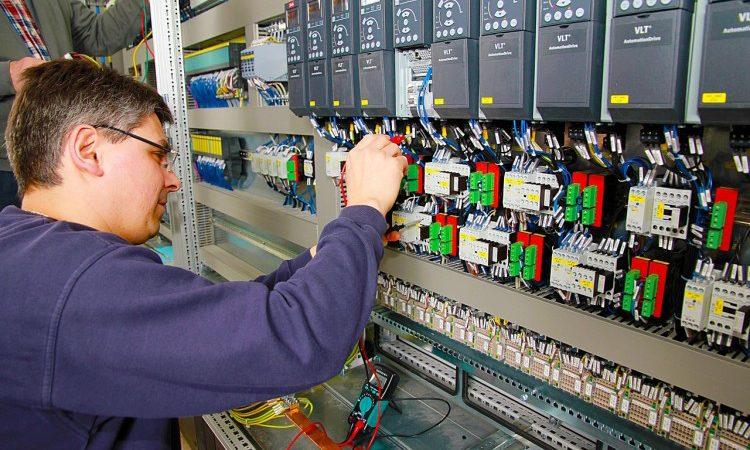 Eletrotécnico,Operador Logístico - R$ 2.400,00 - Atuar fazendo a instalação de equipamentos, ser proativo - Rio de Janeiro