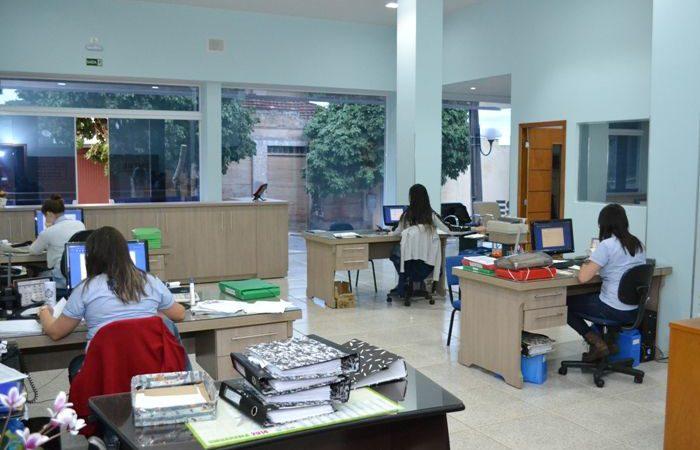 Assistente de DP, Motoboy -R$ 1.700,00 - Trabalhar com rotinas de escritório, ter conhecimentos em informática - Rio de Janeiro