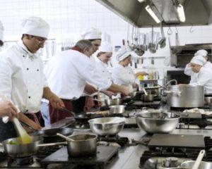 Atendente de Farmácia, Chefe de Cozinha - R$ 1.250,00 - Conhecimentos em informática, ser comunicativo - Rio de Janeiro