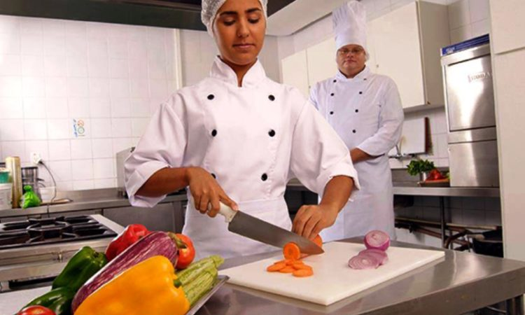 Auxiliar de Cozinha, Ajudante de Marceneiro - R$ 1.260,00 - Ajudar no corte de alimentos, trabalhar em equipe - Rio de Janeiro