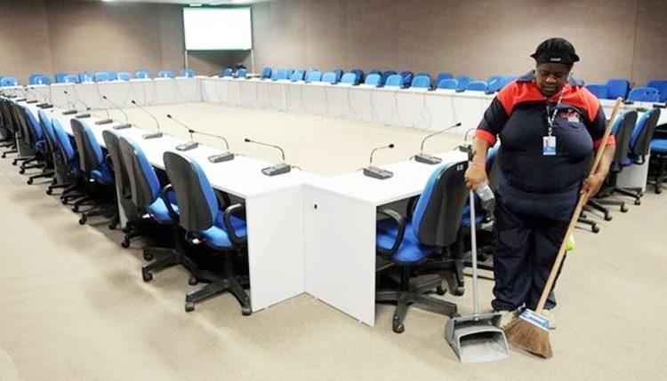 Auxiliar de serviços gerais, auxiliar de cozinha, copeira, caixa -R$ 1.225,00 - com e sem experiencia - Rio de janeiro