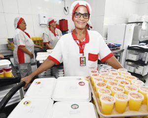 Copeira, lavar pratos, auxiliar de cozinha, atendente de restaurante, caixa - R$ 1.385,00 - com e sem experiencia - Rio de janeiro